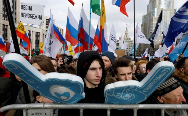 Nasprotniki zakona so zatrdili, da Rusija uvaja dodaten nadzor nad spletnim početjem državljanov. FOTO: Reuters