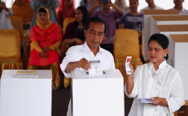 Po prvih rezultatih bi lahko Džoko Vidodo na teh volitvah zmagal še prepričljiveje kot na prejšnjih. FOTO: Reuters