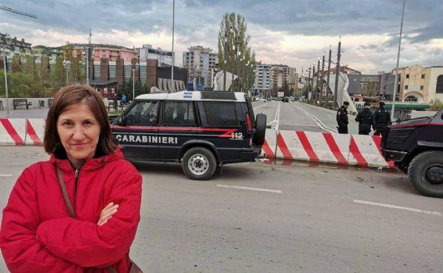 Našo dopisnico Mileno Zupanič so pred odhodom na Kosovo svarili, naj bo previdna. FOTO: osebni arhiv