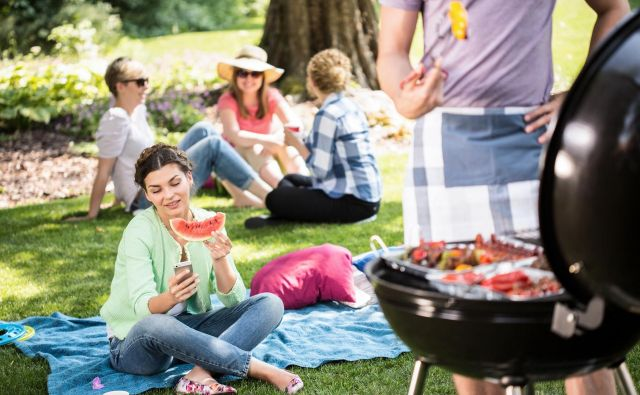 Piknik mora biti sproščeno druženje ob hrani in pijači tudi za gostitelja. FOTO: Shutterstock