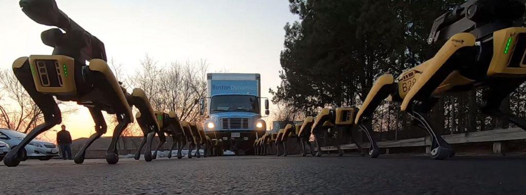Robotski »psi« vlečejo tovornjak