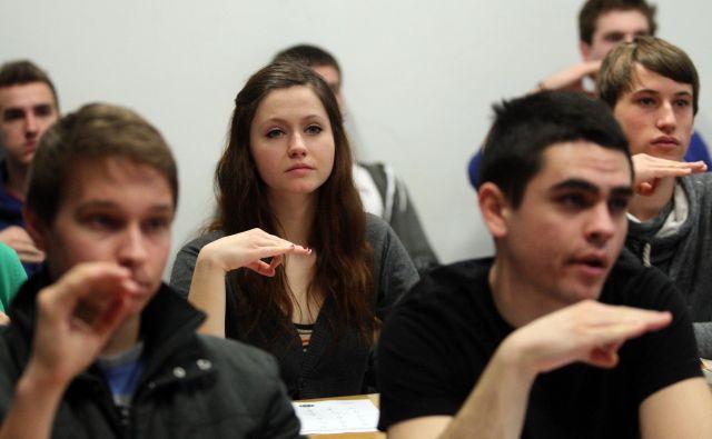 Vlada je za umestitev slovenskega znakovnega jezika v ustavo. FOTO: Tadej Regent/Delo