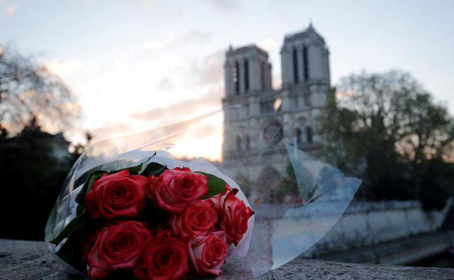 Ob požaru Notredamske katedrale so se takoj zganili meceni in donatorji. FOTO: Philippe Wojazer/Reuters