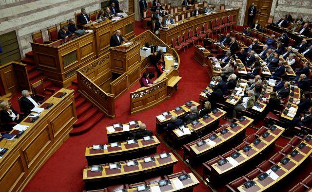 Grški parlament je v sredo zvečer sprejel resolucijo, v kateri vlado poziva, da od Nemčije uradno zahteva plačilo odškodnine za vojne zločine, ki so jih nacisti storili v Grčiji med okupacijo med letoma 1941 in 1944. Foto: Costas Baltas/Reuters