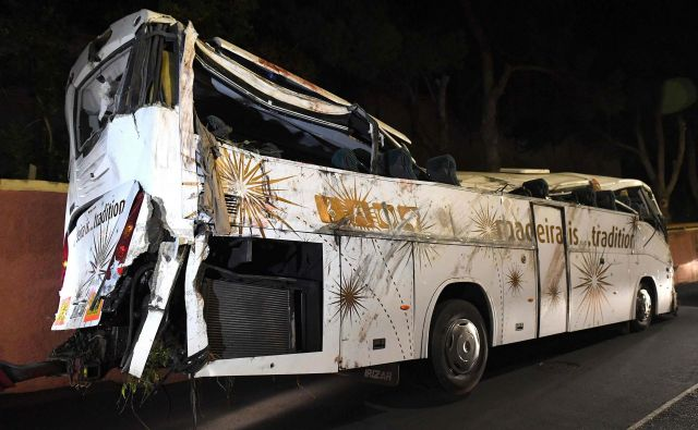 V avtobusni nesreči je življenje izgubilo 29 ljudi. FOTO: Helder Santos/AFP