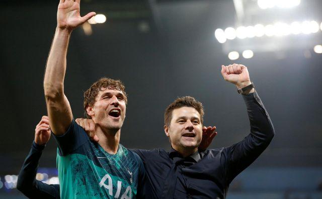 Strelec gola za končnih 4:3 Fernando Llorente in trener Mauricio Pochettino sta se veselila napredovanja Tottenhama. FOTO: Reuters