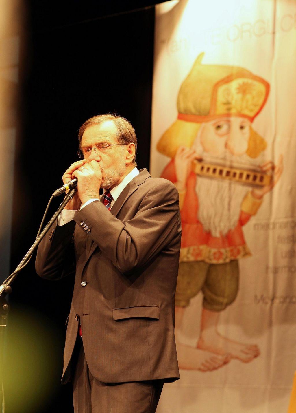 Evropska himna v izvedbi Lojzeta Peterleta