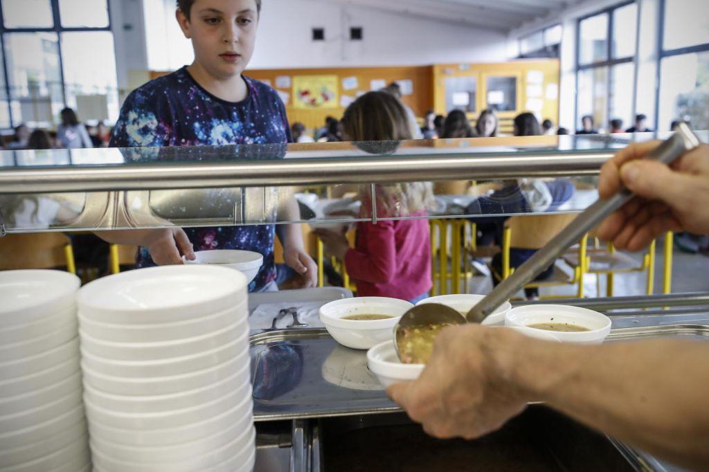 FOTO:Višje plače in hrana – dražja šolska kosila