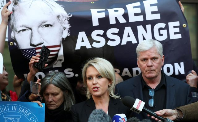 Kristinn Hrafnsson, editor in chief of Wikileaks, and barrister Jennifer Robinson talk to the media outside the Westminster Magistrates Court after WikiLeaks founder Julian Assange was arrested in London, Britain, April 11, 2019. REUTERS/Hannah McKay Foto Hannah Mckay Reuters