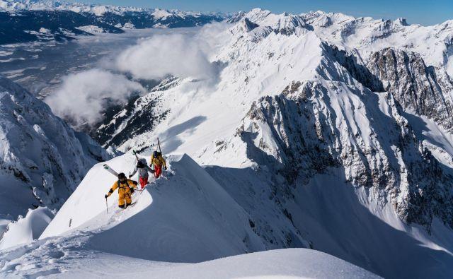 Sožalje zaradi tragične izgube treh odličnih alpinistov so izrazili številni njihovi kolegi z vsega sveta. FOTO: Christian Pondella