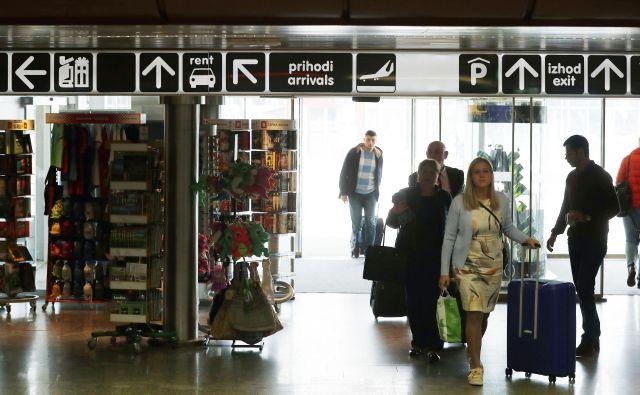 Na rednih letih je 62 odstotkov potnikov potovalo med Letališčem Jože Pučnik Ljubljana in letališči znotraj EU. FOTO: Leon Vidic/Delo