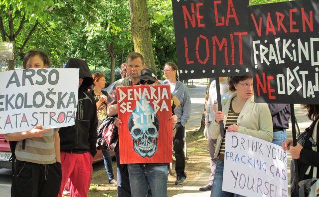Protesti proti frackingu v Petišovcih pred ARSO v Ljubljani za Bežigradom leta 2015. FOTO Borut TavČar