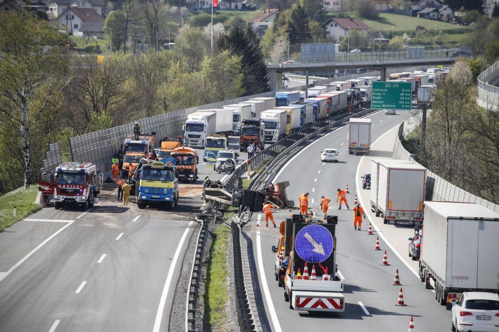 FOTO:Se bo med prazniki ponovil četrtkov prometni kolaps?