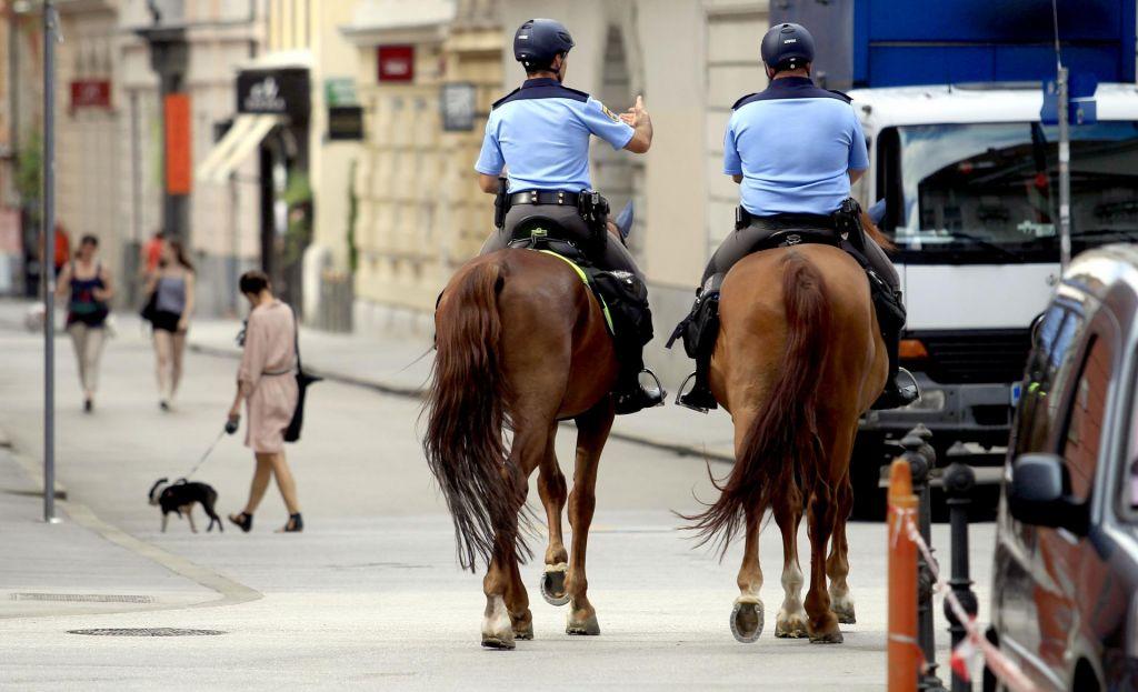 Policisti in vlada znova na okopih