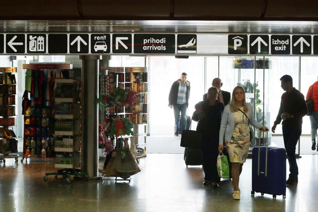 Na slovenskih letališčih rast števila potnikov