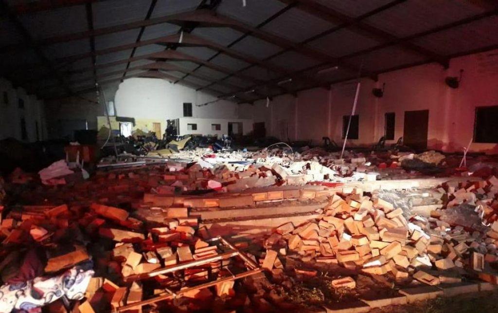 Med velikonočnim obredom popustila stena cerkve, najmanj 13 smrtnih žrtev
