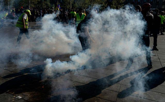 Na ulicah Pariza znova prostestniki. FOTO: Lionel Bonaventure/AFP