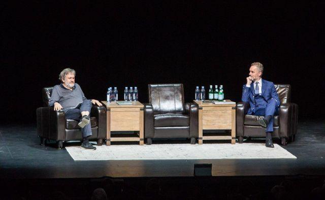 Žižek je nedvomno večji mojster pri animaciji občinstva, konkretnih odgovorov na družbena vprašanja pa ni predstavil noben od sogovornikov. Foto Sony Center Toronto