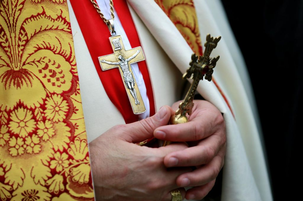Slovenski škofje pri vstajenjskih mašah poudarili pomen vere v boju proti sovraštvu