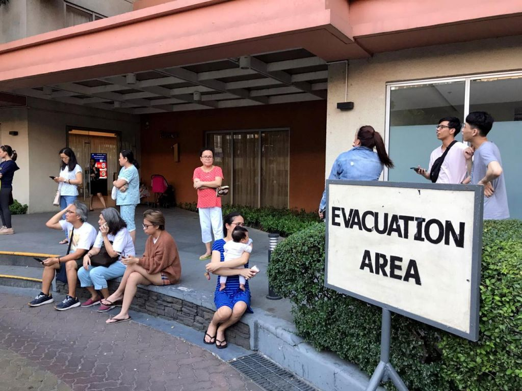 V potresu na Filipinih tudi smrtne žrtve