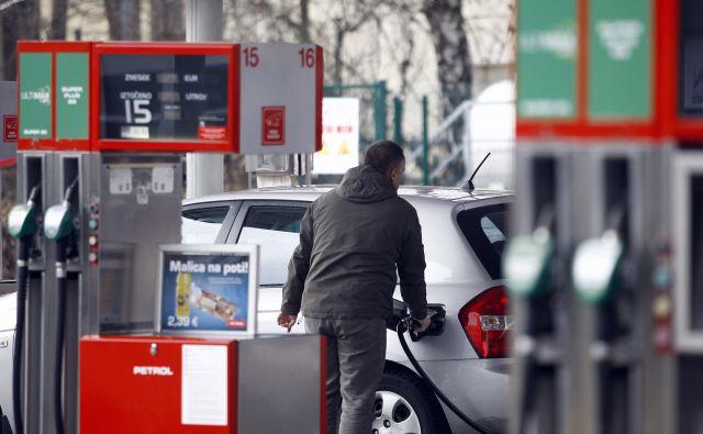 Od začetka leta se višajo cene nafte. Ob začetku leta je sod nafte brent stal 53,80 dolarja, zdaj pa so se cene približale 75 dolarjem – največ od novembra. FOTO: Aleš Černivec/Delo