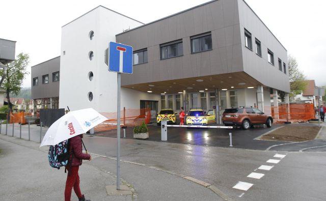 Vrhniška nujna medicinska pomoč je že urejena po pravilih bodočega satelitskega urgentnega centra. FOTO Mavric Pivk/Delo