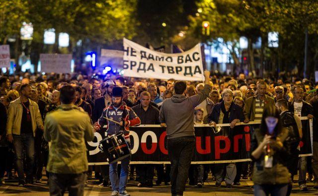 Na ulice Podgorice se je tudi to soboto zgrnila množica protivladnih protestnikov. FOTO: Stevo Vasiljević/Reuters