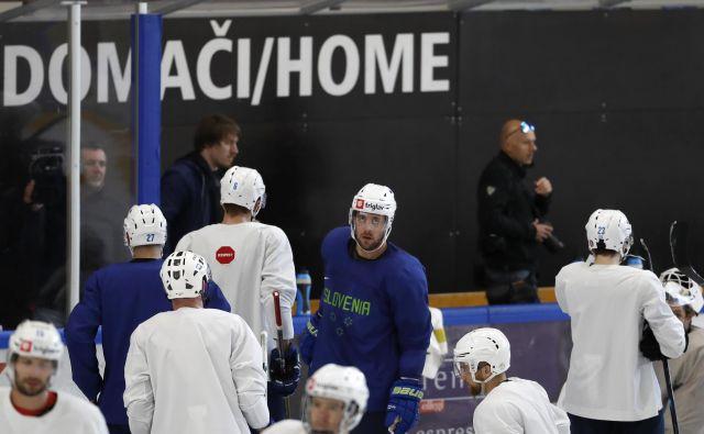 V središču pozornosti med reprezentanti je Anže Kopitar, naš edini as iz NHL. FOTO Matej Družnik/Delo