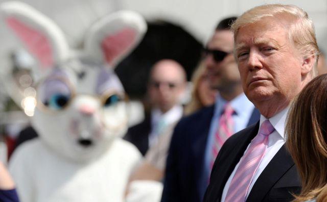 Donald Trump je med tradicionalno velikončno prireditvijo pred Belo hišo zavrnil navedbe v Muellerjevem poročilu, da so podrejeni preslišali njegove ukaze. FOTO: Reuters
