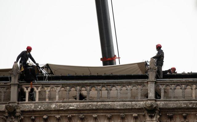 Notre Dame, ki je po mnenju mnogih simbol Pariza in Francije, je od leta 1991 pa je uvrščena tudi na Unescov seznam kulturne dediščine. FOTO: Benoit Tessier Reuters
