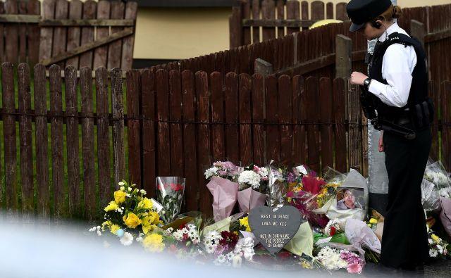 Umor novinarke je pretresel lokalno skupnost v Londonderryju, obsodile so ga tudi največje politične stranke. FOTO: Reuters