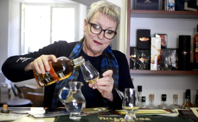 Majda Debevc, četrt stoletja z viskijem. Foto Roman Šipić