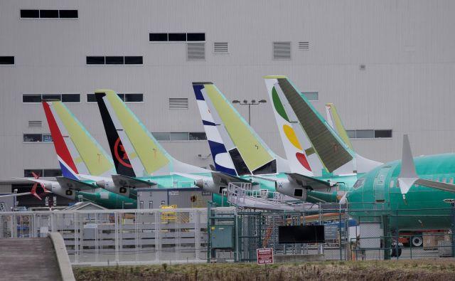 Na Boeingovem tovarniškem dvorišču se kopičijo nedostavljena letala 737 Max. Foto David Ryder Reuters