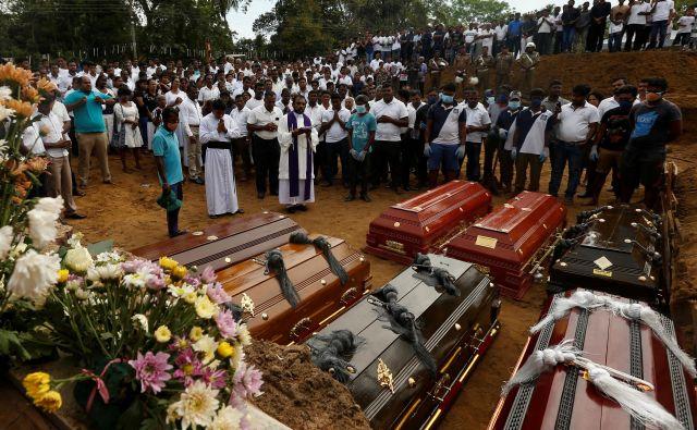 Število žrtev iz dneva v dan narašča. FOTO: Thomas Peter/Reuters
