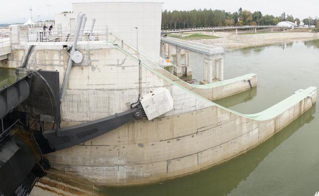 Hidroelektrarne višje na Savi so pospešile reko dolvodno. FOTO: Janoš Zore