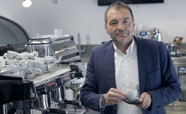 »V strateški cilj smo zapisali, da želimo do leta 2023 postati vodilni tudi v tržnem deležu espressa v regiji ter zapolniti vse prodajne kanale in načine konzumacije, povezane s kavo,« pove Andrej Bele. FOTO: Mavric Pivk