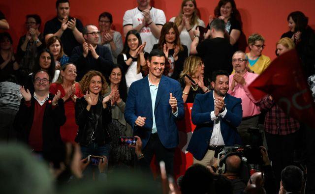 Vladajoči socialisti Pedra Sáncheza imajo prednost po javnomnenjskih anketah, toda to ne pomeni, da bodo zbrali dovolj glasov za oblikovanje vlade. FOTO: AFP