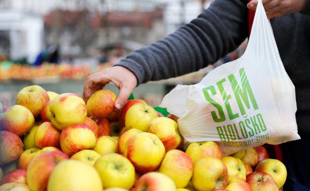 Uvajanje biološko razgradljivih vrečk na tržnicah v Ljubljani. Foto Uroš Hočevar