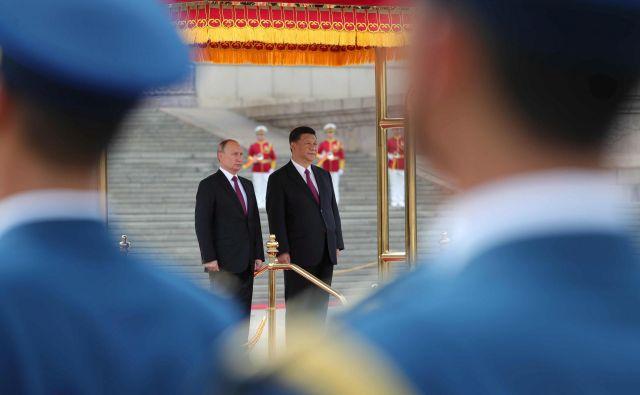 Vladimir Putin bo morda imel odločilno vlogo pri severnokorejski denuklearizaciji, a njegov vpliv drugje bo omejen z ambicijami Xi Jinpinga. FOTO:o Reuters