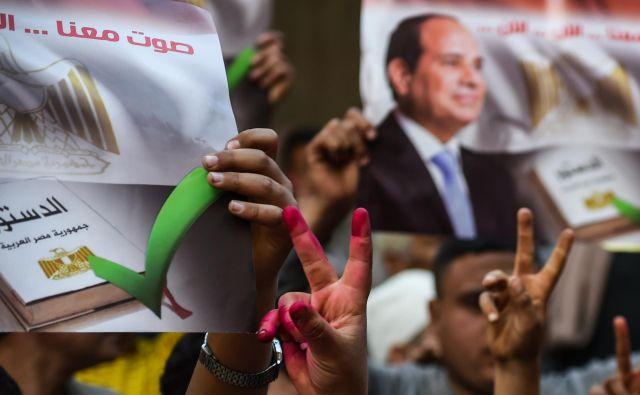 Na volišča je prišlo le dobrih 44 odstotkov volivcev in volivk, ki so se s skoraj 89-odstotno podporo izrekli za predlagane ustavne spremembe. FOTO: Afp