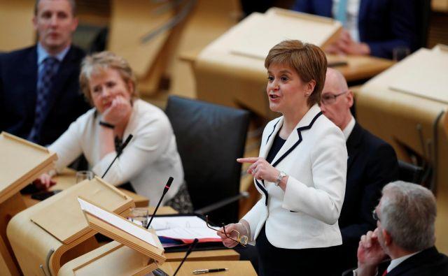Škotska prva ministrica Nicola Sturgeon vztraja, da vladni sistem v Londonu ne služi interesom Škotske. FOTO: REUTERS/Russell Cheyne