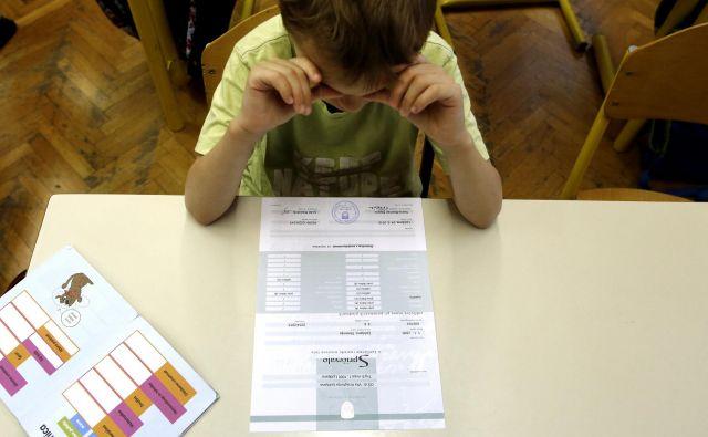 Človek se resno sprašuje, ali je kaj narobe s slovenskimi otroki. Ali razsaja kakšna epidemija neznanja in lenobe ali pa gre za vedno večjo stisko učiteljev in staršev? FOTO: Matej Družnik