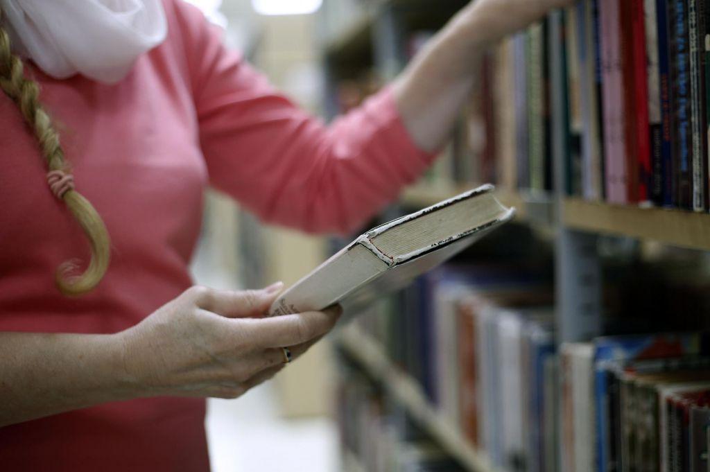 Bralna značka za odrasle k branju pritegnila že več kot deset tisoč primorskih bralcev