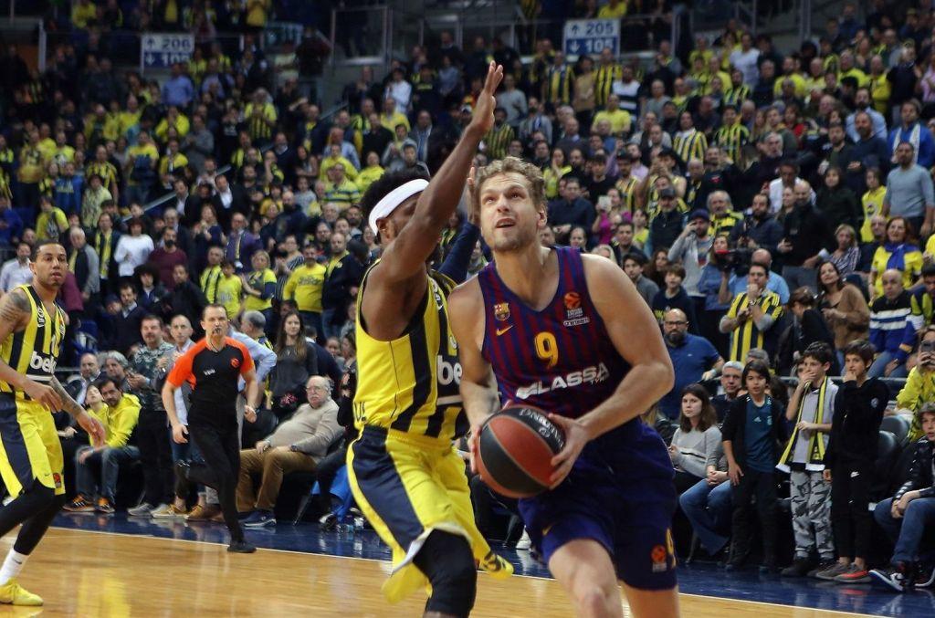 Efes razbil Barcelono, CSKA premagal Vittorio