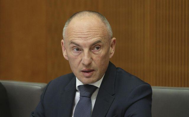Minister za zdravje Aleš Šabeder pravi, da je ključni razlog, da je UO ZZZS zavrnil njegov predlog aneksa, dikcija, ki govori o zagotavljanju osebnega zdravnika.