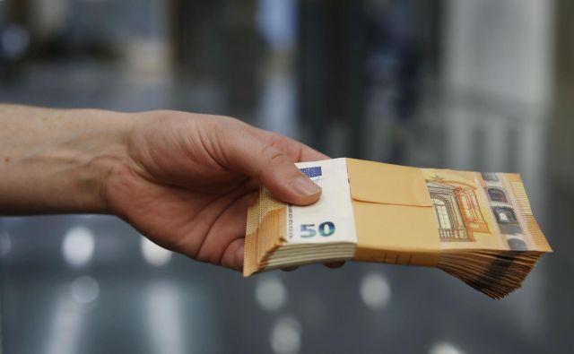 Ocene so, da bi vsak zaposleni dobil v žep vsaj 150 evrov več kot prejšnja leta. FOTO: Foto Leon Vidic