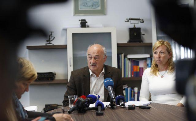 Jože Veternik in Lilijana Gantar Žura svarita pred možnostjo obsednega stanja. FOTO: Leon Vidic/Delo