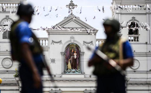 Na Šrilanki so po nedeljskih terorističnih napadih, v katerih je bilo ubitih 359 ljudi, do izboljšanja varnostnih razmer zaprli vse katoliške cerkve. FOTO: Jewel Samad/AFP
