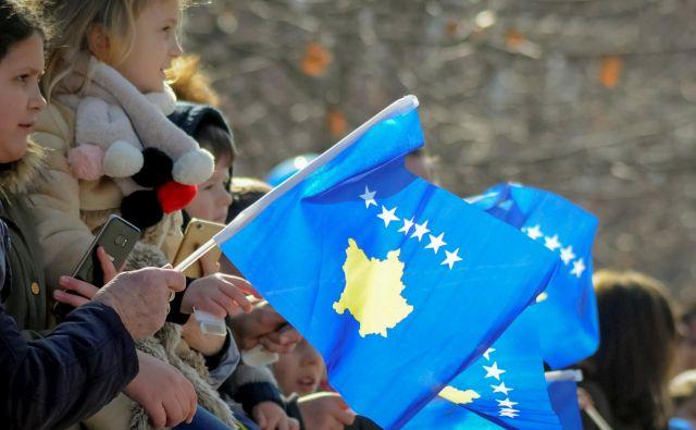 Brez upanja za boljšo prihodnost bodo mlade generacije še naprej odhajale s Kosova. FOTO: Reuters