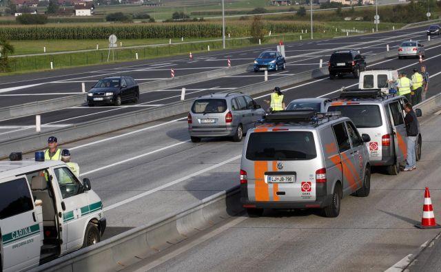 V okviru evropskega projekta C-Roads Dars<strong> </strong>preizkuša tehnologije za neposredno komunikacijo in izmenjavo informacij med avtomobili ter obcestno infrastrukturo in nadzornimi centri. FOTO: Mavric Pivk/Delo